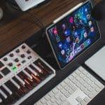 Digital tablet and keyboard on the desk