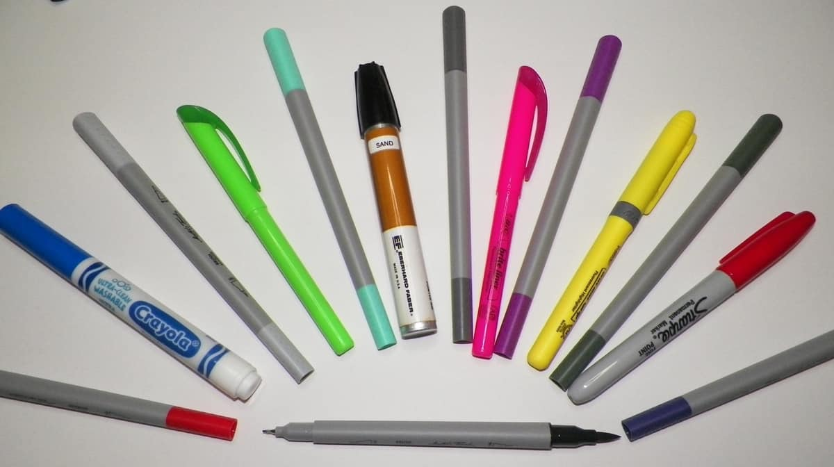 A variety of different brands of alcohol markers.
